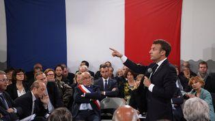Le président de la République Emmanuel Macron lors d'une réunion avec des maires de Corse dans le cadre du grand débat national, à Cozzano (Corse-du-Sud), le 4 avril 2019. (LUDOVIC MARIN / AFP)
