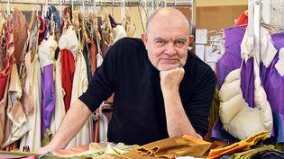 Le grand couturier Christian Lacroix est à l'atelier de couture de l'Opéra de Nancy pour la conception des costumes d'un futur opéra Les Noces de Figaro. (CEDRIC JACQUOT / MAXPPP)