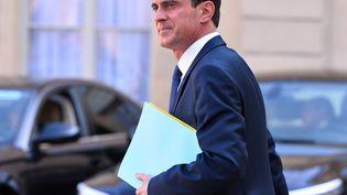 Le Premier ministre, Manuel Valls, quitte l'Elysée, le 12 mars 2016. (MUSTAFA YALCIN / ANADOLU AGENCY / AFP)