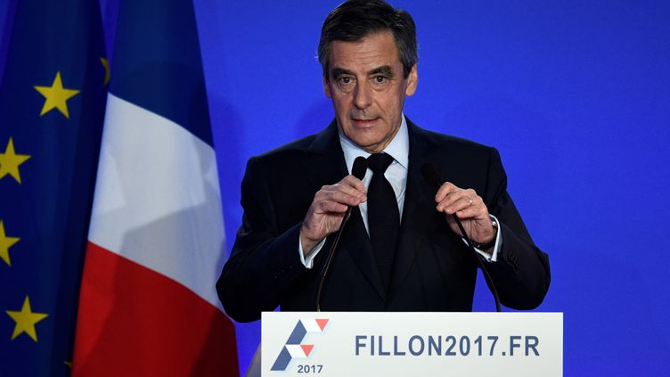 François Fillon, lors de sa conférence de presse organisée lundi 6 février 2017 à son QG de campagne, dans le 15e arrondissement de Paris. (MARTIN BUREAU / AFP)