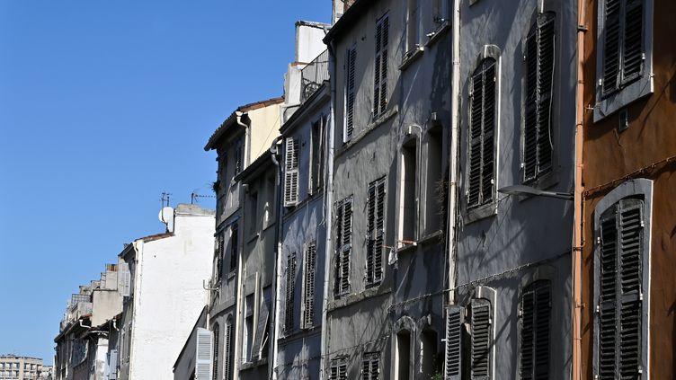 Des immeubles de la rue d'Aubagne, à Marseille, le 25 octobre 2019. (GERARD JULIEN / AFP)