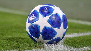 Ballon officiel de la Ligue des Champions, à Münich (Allemagne), le 28 août 2018. (MARCEL ENGELBREC / AUGENKLICK/FIRO SPORTPHOTO / AFP)