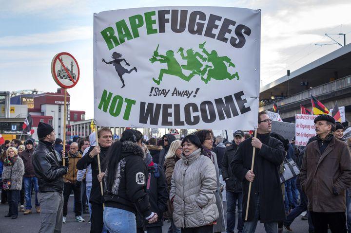 Le mouvement d'extrême droite Pegida a organisé une manifestation contre l'immigration à la suite des agressions de la Saint-Sylvestre, le 9 janvier 2016 à Cologne. (CHRISTOPH HARDT/GEISLER-FOTOPRES / GEISLER-FOTOPRESS)