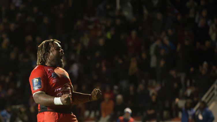 Mathieu Bastareaud, le 9 décembre 2017, lors du match du Racing Club de Toulon contre Bath à Toulon. (BERTRAND LANGLOIS / AFP)