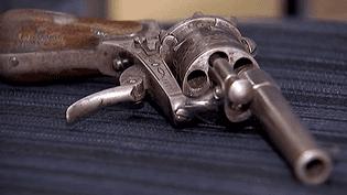 L'arme du crime utilisée par Verlaine un soir de désespoir et qui faillit tuer Rimbaud  (France 3 / Culturebox)
