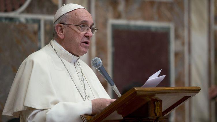 Le pape François lors de ses vœuxau corps diplomatique, au Vatican, le 13 janvier 2014. (ANDREW MEDICHINI / AFP)