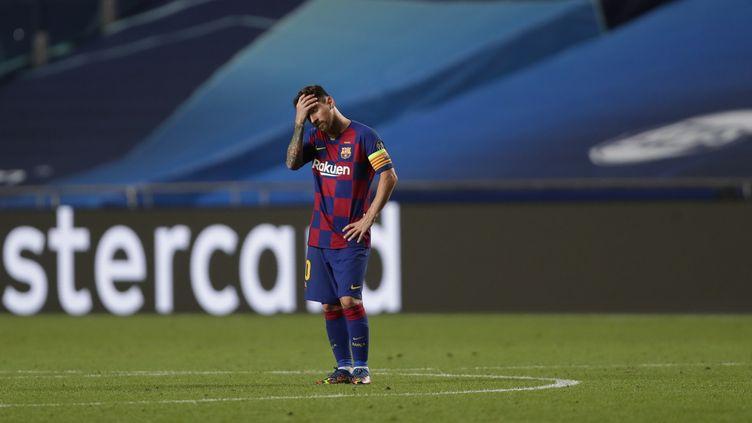 Lionel Messi ne peut que constater les dégâts après cette défaite historique (MANU FERNANDEZ / POOL)