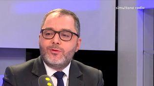 """Rachid Temal, sénateur socialiste du Val-d'Oise et coordinateur national du Parti socialiste, était l'invité de """"Tout est politique"""" mercredi 4 avril. (FRANCEINFO)"""