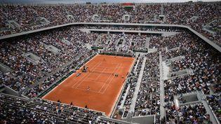 Une vie aérienne du court Philippe Chatrier, à Roland-Garros, le 26 mai 2019, à Paris. (ANNE-CHRISTINE POUJOULAT / AFP)