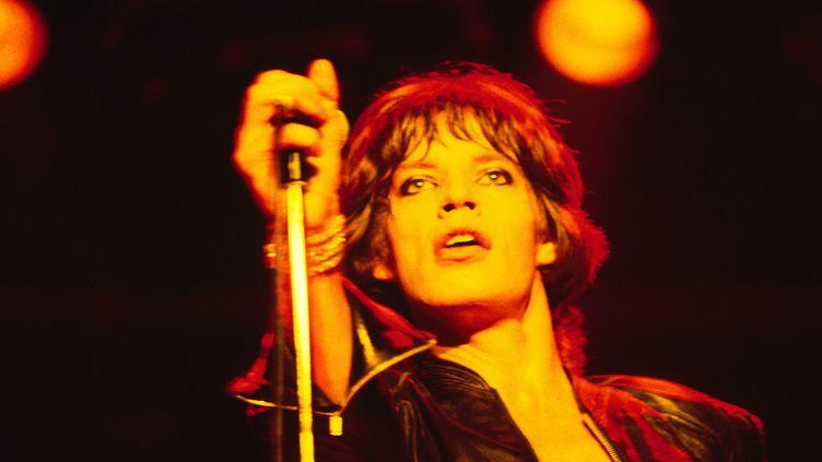 Mick Jaggersur scène avec les Rolling Stones à Manchester (Angleterre) le 11 septembre 1973. (FIN COSTELLO / REDFERNS / GETTY)