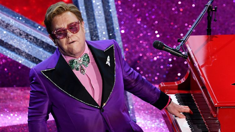 Elton John joue durant la 92e édition des Academy Awards au Dolby Theatre, à Hollywood.  (KEVIN WINTER / GETTY IMAGES NORTH AMERICA)