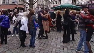 Au petit bal, rue Mouffetard (CAPTURE D'ECRAN / FRANCE 2)