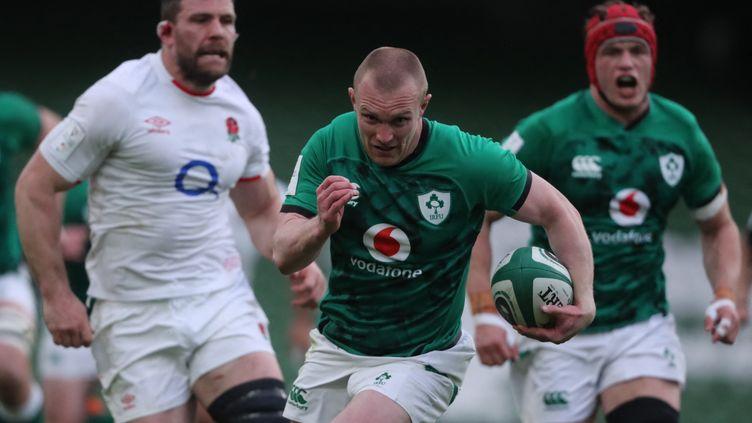 Keith Earls échappe à la défense anglaise pour inscrire le premier essai de l'Irlande à Dublin, le 20 mars 2021 (NIALL CARSON / POOL)