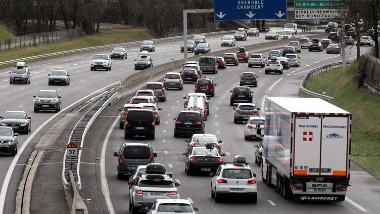Des embouteillages surl'autoroute A43, en Rhône-Alpes, le 10 mars 2018. (MAXPPP)