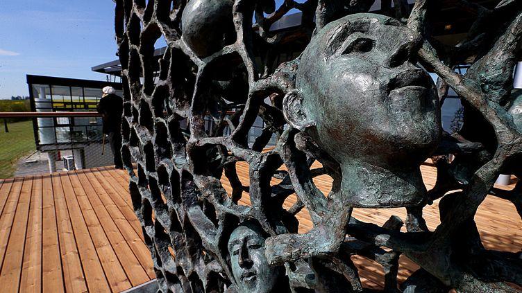 """Sculpture commémorative """"Ils n'ont pas choisi leur sépulture"""" réalisée par Haïm Kern, Craonne, France, le 12 avril 2017  (François NASCIMBENI / AFP)"""