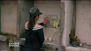Jennilyn Olayres au cimetière de Makiti, Manille (Philippines). (FRANCE 2)