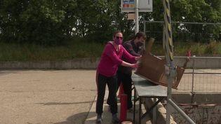 La réouverture des déchetteries était particulièrement attendue par les Français. Pendant le confinement, ils ont souvent fait du rangement et se sont occupés de leur jardin. Il y a donc beaucoup de déchets dont il faut se débarrasser. (France 3)