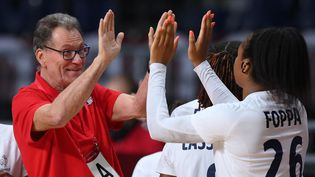 Pauletta Foppa et Olivier Krumbholz avant le quart de finale du tournoi olympique contre les Pays-Bas, le 4 août 2021. (FRANCK FIFE / AFP)
