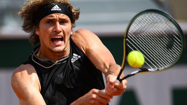 Alexander Zverevs'est imposé face à Roman Safiullin ce mercredi à Roland-Garros. (CHRISTOPHE ARCHAMBAULT / AFP)