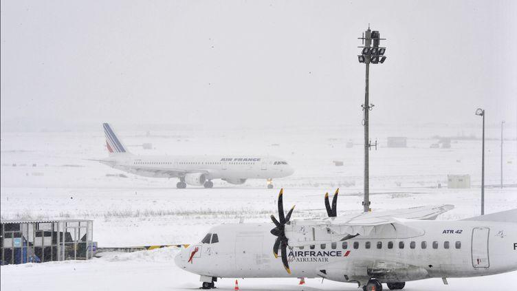 Un avion d'Air France à l'aéroportRoissy Charles-de-Gaulle, près de Paris, le 20 janvier 2013. (MEHDI FEDOUACH / AFP)
