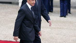 Les deux présidents de la République, Nicolas Sarkozy et Jacques Chirac, lors de leur passation de pouvoirs à l'Elysée, le 16 mai 2007. (DOMINIQUE FAGET / AFP)