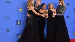 Les actrices Laura Dern, Nicole Kidman, Zoe Kravitz, Reese Witherspoon et Shailene Woodley aux Golden Globes, à Bervely Hills (Californie, Etats-Unis), le 7 janvier 2018. (FREDERIC J. BROWN / AFP)