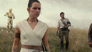 "Joonas Suotamo (Chewbacca), Daisy Ridley (Rey), Oscar Isaac (Poe Dameron) et John Boyega (Finn) dans ""Star Wars : L'Ascension de Skywalker"" (LUCASFILM LTD. / THE WALT DISNEY COMPANY FRANCE)"