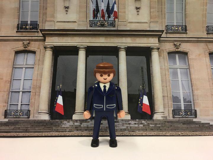 """Le président, Emmanuel Macron, s'est adressé aux """"gilets jaunes"""", lundi 10 décembre, à 20heures. (GUILLEMETTE JEANNOT / FRANCEINFO)"""