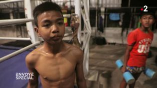 """'Parfois, je n'ai plus de forces"""" : """"Envoyé spécial"""" a filmé dans un camp d'entraînement pour enfants boxeurs, en Thaïlande (ENVOYÉ SPÉCIAL  / FRANCE 2)"""