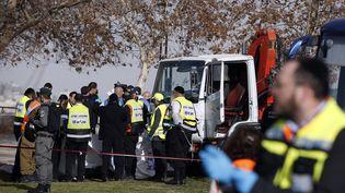 Un camion a foncé sur des piétons, dimanche 8 janvier, à Jérusalem, faisant quatre morts et une quinzaine de blessés. (AHMAD GHARABLI / AFP)