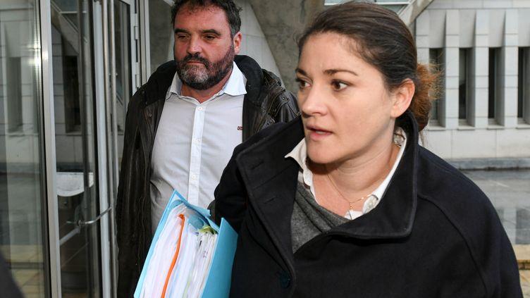Frédéric Péchier et sa soeur Julie Péchier, à la cour d'appel de Besançon (Bourgogne-Franche-Comté), le 12 juin 2019. (SEBASTIEN BOZON / AFP)