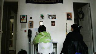 Les collégiens doivent étudier à domicile depuis la fermeture des écoles, ici à Paris le 9 avril 2021. Le bug informatique du début de semaine a provoqué de nombreuses polémiques. (Illustration) (QUENTIN DE GROEVE / HANS LUCAS / AFP)