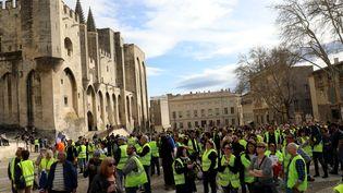 """Des """"gilets jaunes"""" protestent à Avignon (Vaucluse), le 9 mars 2019. (MAXPPP)"""