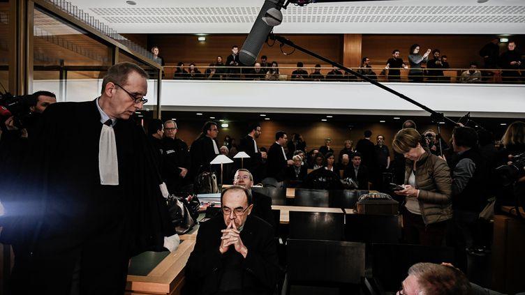 Le cardinal Barbarin devant le tribunal à Lyon, le 7 janvier 2019. (JEFF PACHOUD / AFP)