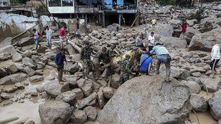 L'armée colombienne a fourni ce cliché de la coulée de boue dévastatrice qui a emporté plusieurs ponts et maisons de Mocoa, le 1er avril 2017, dans le sud de la Colombie. (EJERCITO DE COLOMBIA / AFP)