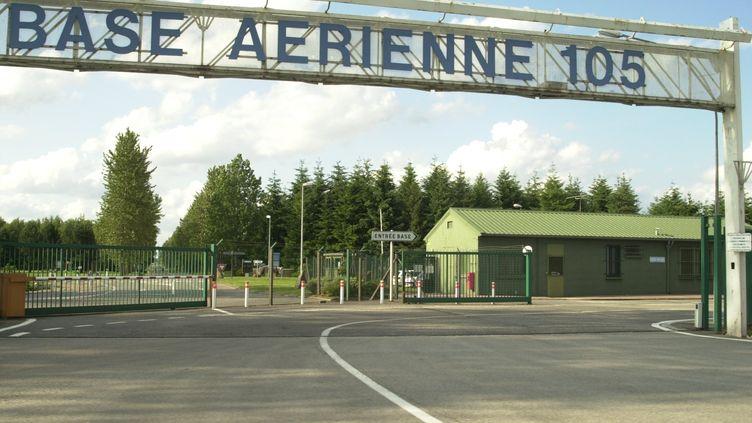 L'entrée de labase aérienne 105 à Evreux (Eure). (MAXPPP)