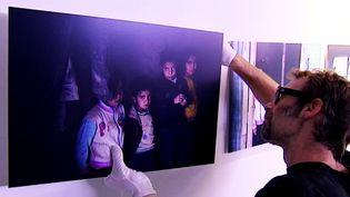En novembre 2013, la photographe franco-marocaine, décédée en janvier 2016 dans les attaques terroristes de Ouagadougou, a sillonné les camps de réfugiés syriens installés au Liban.  (France 3 / Culturebox)