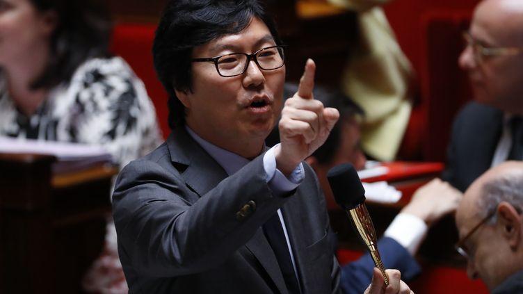 Jean-Vincent Placé durant les questions au gouvernement, le 15 juin 2016, à l'Assemblée nationale, à Paris. (PATRICK KOVARIK / AFP)