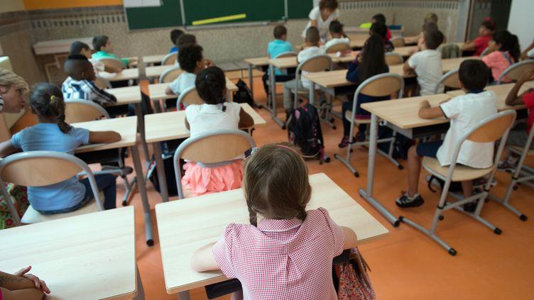 Des élèves d'école primaire lors de la rentrée 2015, à Marseille. (Photo d'illustration) (BERTRAND LANGLOIS / AFP)