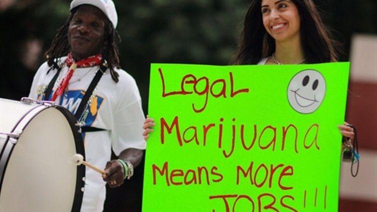 En Floride, meeting de soutien au candidat Jim Lewis, qui veut légaliser la marijuana (12 octobre 2010) (AFP)
