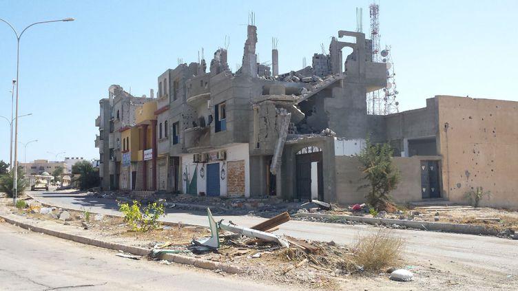 La ville de Syrte est libérée des jihadistes du groupe Etat islamique mais en ruine, ainsi que le montre cette photo datant du 8 octobre 2016 (RADIO FRANCE / Omar Ouahmane)
