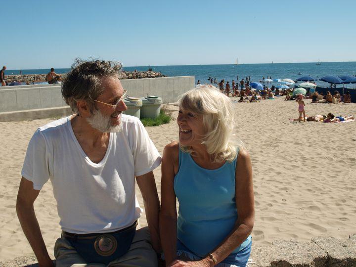 Michel et son amie Carol ont l'habitude de passer la journée à La Grande-Motte. (ARIANE NICOLAS / FTVI)