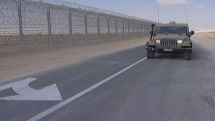 Le principal tronçon de la clôture électronique érigée par Israël le long de sa frontière avec l'Egyptea été inauguré mercredi 2 janvier par le Premier ministre israélien, Benyamin Netanyahu. (REUTERS)
