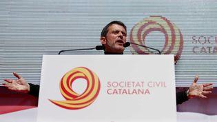 Manuel Valls, le 18 mars 2018 à Barcelone (Espagne), lors d'une manifestation contre l'indépendance de la Catalogne. (PAU BARRENA / AFP)