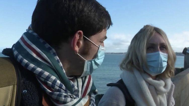 Touristes masqués à Saint-Malo (FRANCE 2)