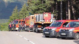 Les secours mobilisés le 12 septembre 2021 sur les lieux du crash d'un hélicoptère de la sécurité civile à Villard-de-Lans. (BENOIT LAGNEUX / MAXPPP)