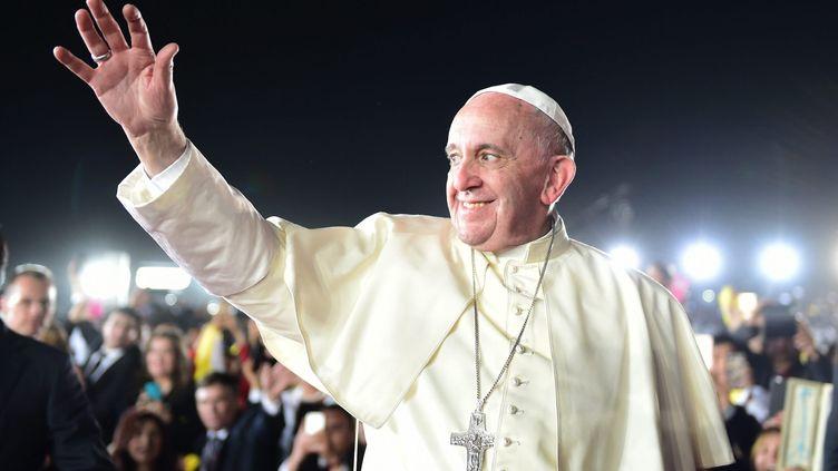 Le pape François àl'aéroport de Ciudad Juarez (Mexique), le 17 février, alors qu'il s'apprête à prendre l'avion pour rentrer à Rome (Italie). (PRESIDENCIA / NOTIMEX / AFP)