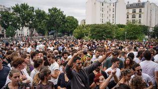 La Fête de la musique au square Villemin, dans le 10e arrondissement à Paris, le 21 juin 2020. (ABDULMONAM EASSA / AFP)