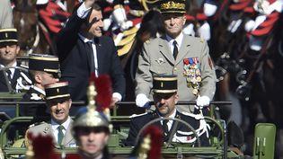 Emmanuel Macron et lechef d'état-major des armées, le général Pierre de Villiers, le 14 juillet 2017, à Paris. (ALAIN JOCARD / AFP)