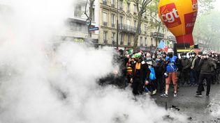 Des membres du syndicat CGT lors de la manifestationparisiennele samedi 1er mai 2021. (BERTRAND GUAY / AFP)